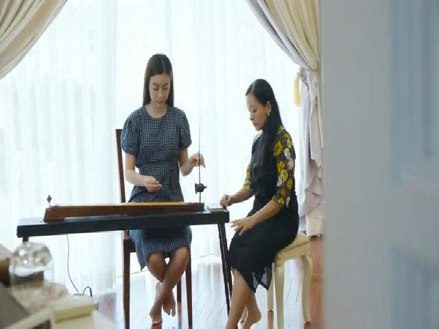 Mỹ Linh học đàn bầu để dự thi Miss World