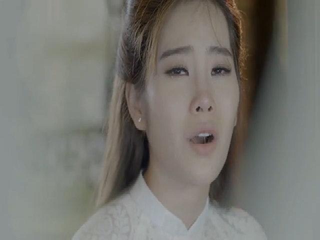 Năm Em khóc nghẹn khi hát về cha