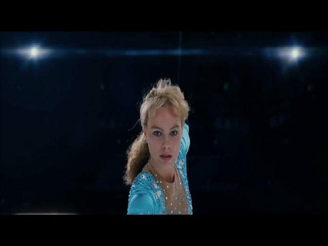 'Bom sex' Margot Robbie hóa 'gái hư' làng thể thao trong phim mới
