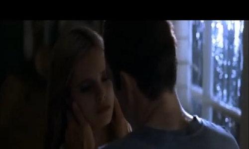 """Kevin Spacey hôn cô gái trẻ trong """"American Beauty"""""""