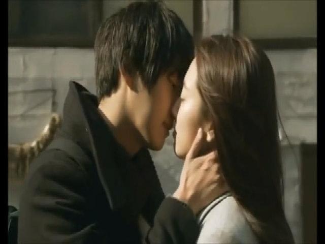 Cảnh hôn cuối phim 'Mỹ nam nhà kế bên' của Yoon Shi Yoon - Park Shin Hye