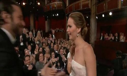 Váy của Jennifer Lawrence