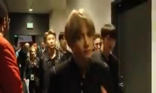 Nhóm BTS ở hậu trường AMAs