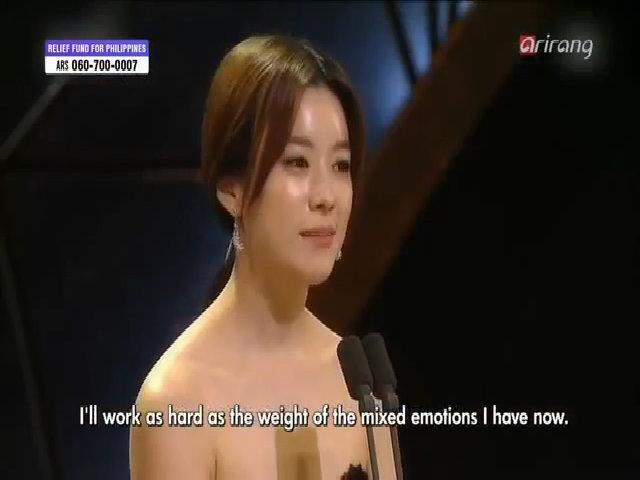 Han Hyo nhận giải Ảnh hậu Rồng Xanh năm 2013