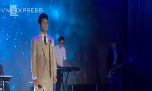Vợ chồng ca sĩ nhóm OPlus hát tặng nhau trong đám cưới
