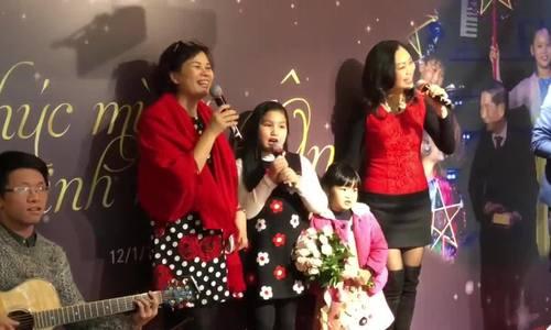 Con gái nhạc sĩ Phạm Tuyên và các bạn hát mừng sinh nhật ông