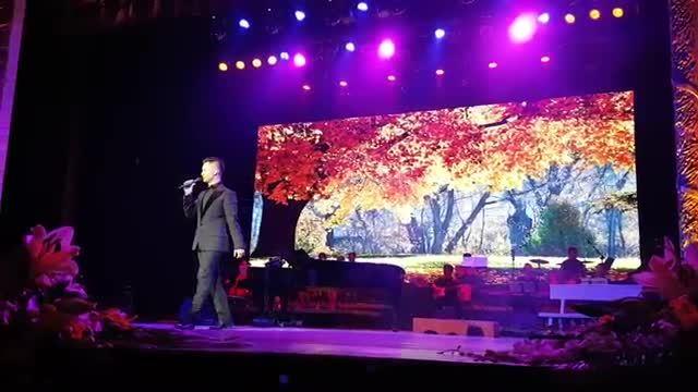 Đức Tuấn hát 'Điều giản dị' của Phú Quang