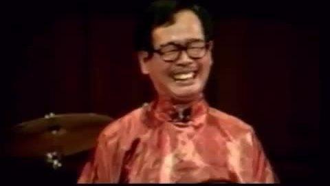 Danh hài Văn Chung trong trích đoạn 'Út Khờ hỏi vợ'