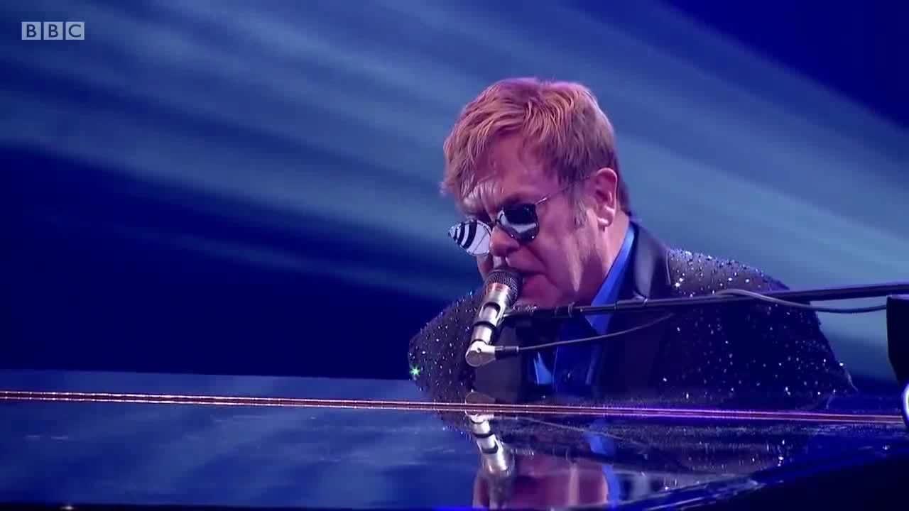 Elton John – tượng đài âm nhạc trong suốt năm thập kỷ