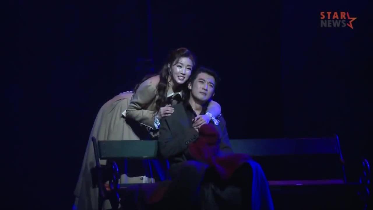 Ahn Jae Wook và Choi Hyun Joo trong vở nhạc kịch 'Rudolf'