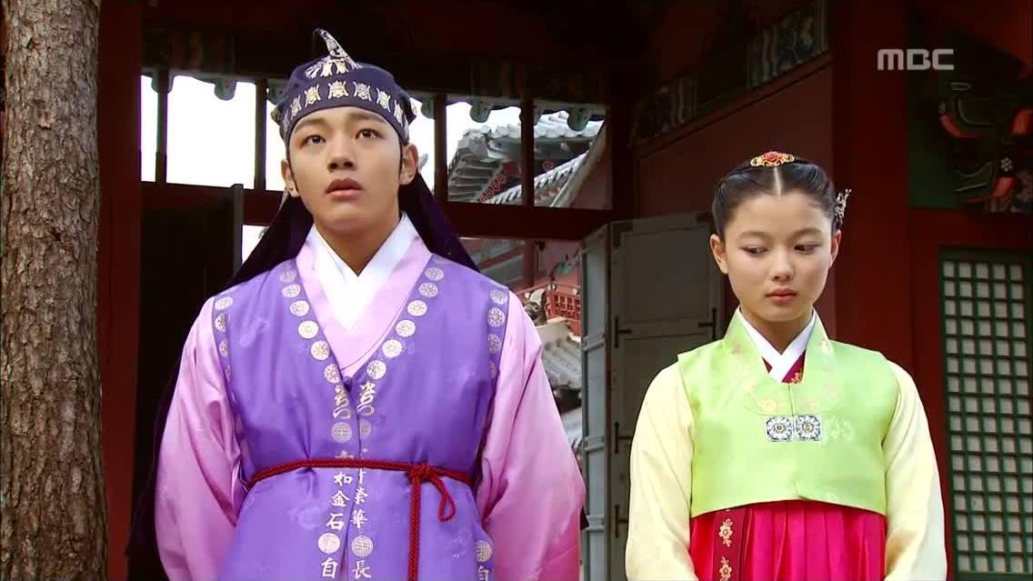 Kim Yoo Jung trong Mặt trăng ôm mặt trời'