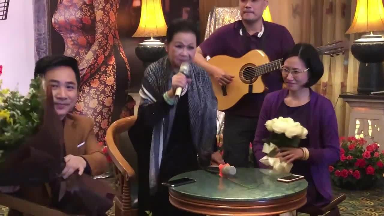 """Khánh Ly tâm sự khi hát ca khúc """"Một mình"""""""