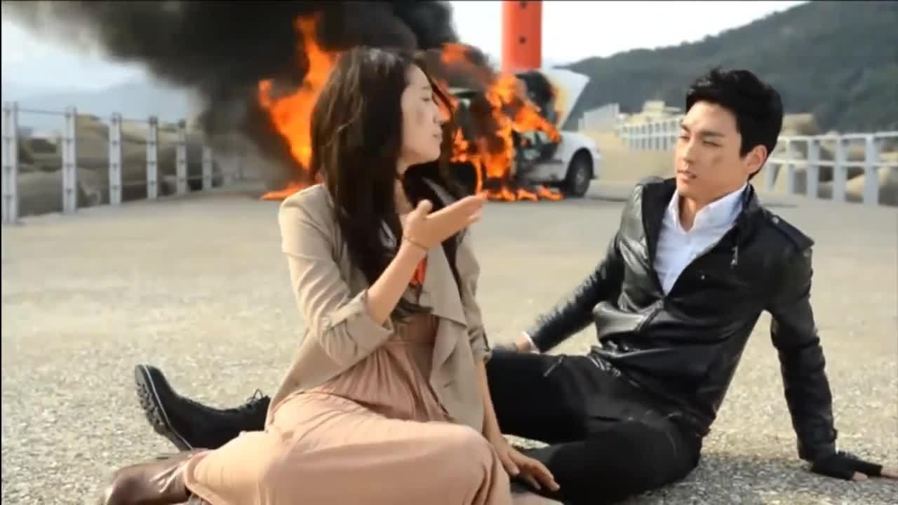 """Park Shin Hye và Choi Tae Joon trong phim """"Ông hoàng truyền hình"""""""