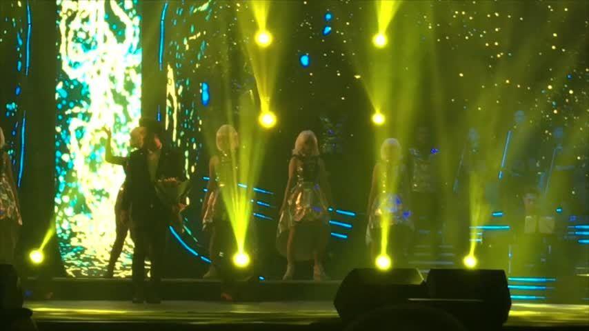 """Ưng Hoàng Phúc hát """"Tôi không tin"""" trong liveshow"""