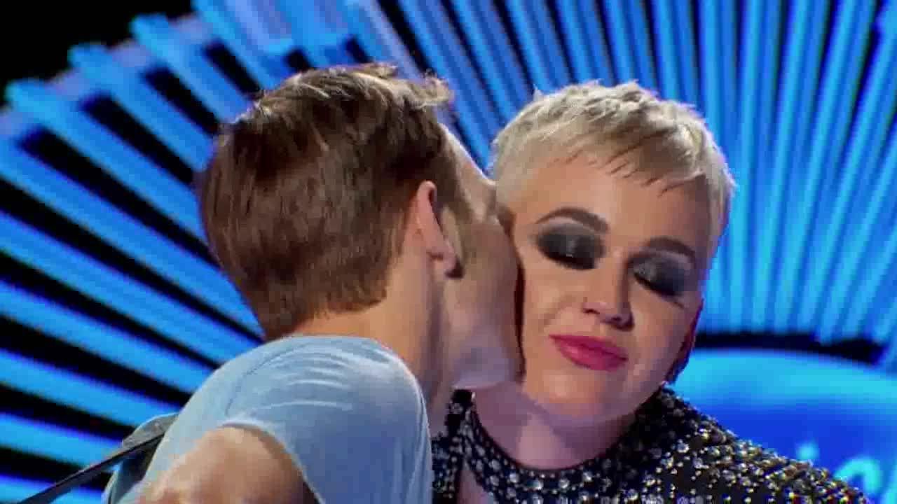Thí sinh American idol không thoải mái khi Katy Perry hôn môi