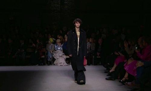 Hoàng tử Nikolai o show Burberry Xuân Hè 2018