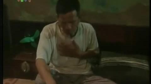 """Nghệ sĩ Trần Hạnh trong phim """"Ngõ lỗ thủng"""""""