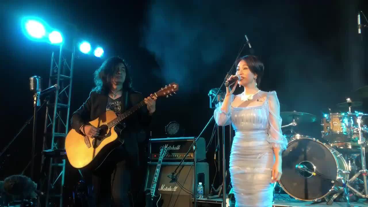 Bạn bè hát cho Trần Lập 'nghe' từ toà nhà cao nhất Hà Nội