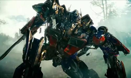 Optimus giao chiến phe Decepticons trong Transformers 2