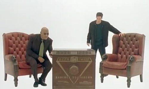 """Neo được giải thích về thế giới thật trong """"The Matrix"""""""