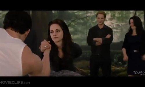 Bella khoe sức mạnh khi thành ma cà rồng