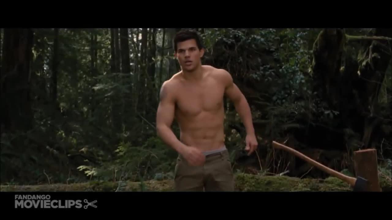 Jacob (Twilight) cởi trần hóa sói