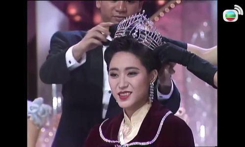 Hoa hậu Hong Kong sống đời độc thân vui vẻ ở tuổi 52