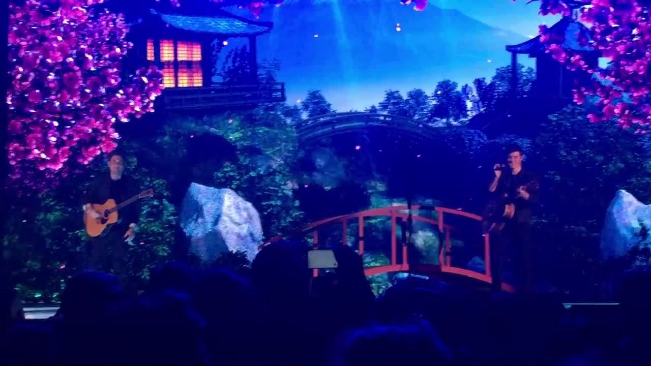 Shawn Mendes hát cùng John Mayer