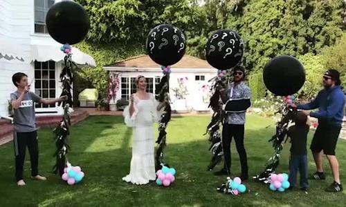 Kate Hudson mang thai lần ba