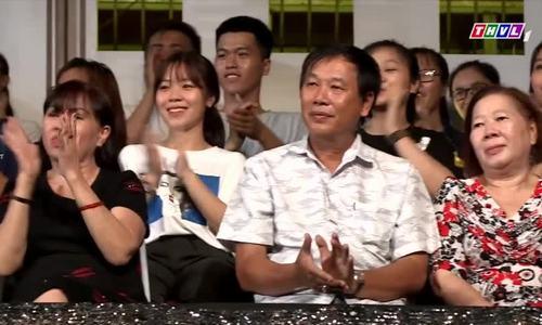 Vũ Thanh hôn vợ hơn 10 tuổi trên sân khấu