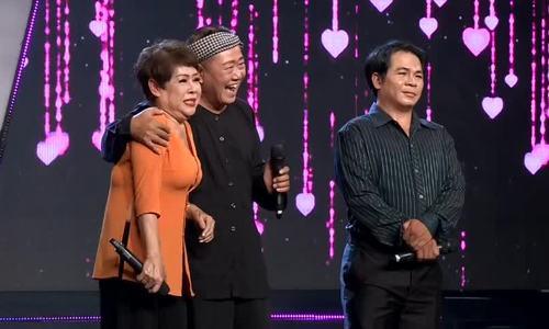 Vũ Thanh hôn vợ trên sân khấu