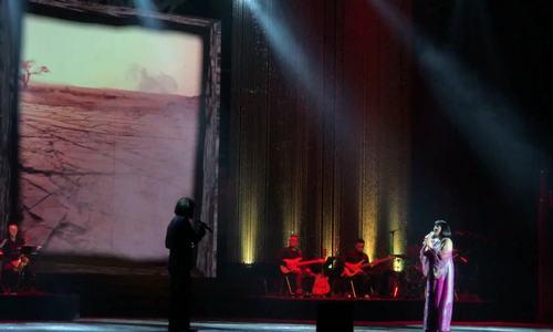 Cẩm Vân thăng hoa bên tiếng trống Khắc Triệu trong đêm nhạc Trịnh