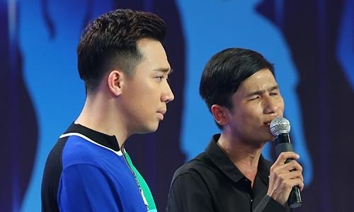 Việt Hương khóc vì vợ chồng người hát rong khiếm thị