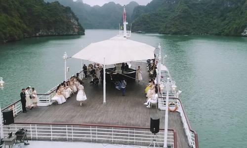 Toàn cảnh show thời trang trên du thuyền