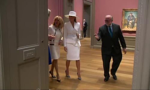 Melania Trump đội mũ trắng
