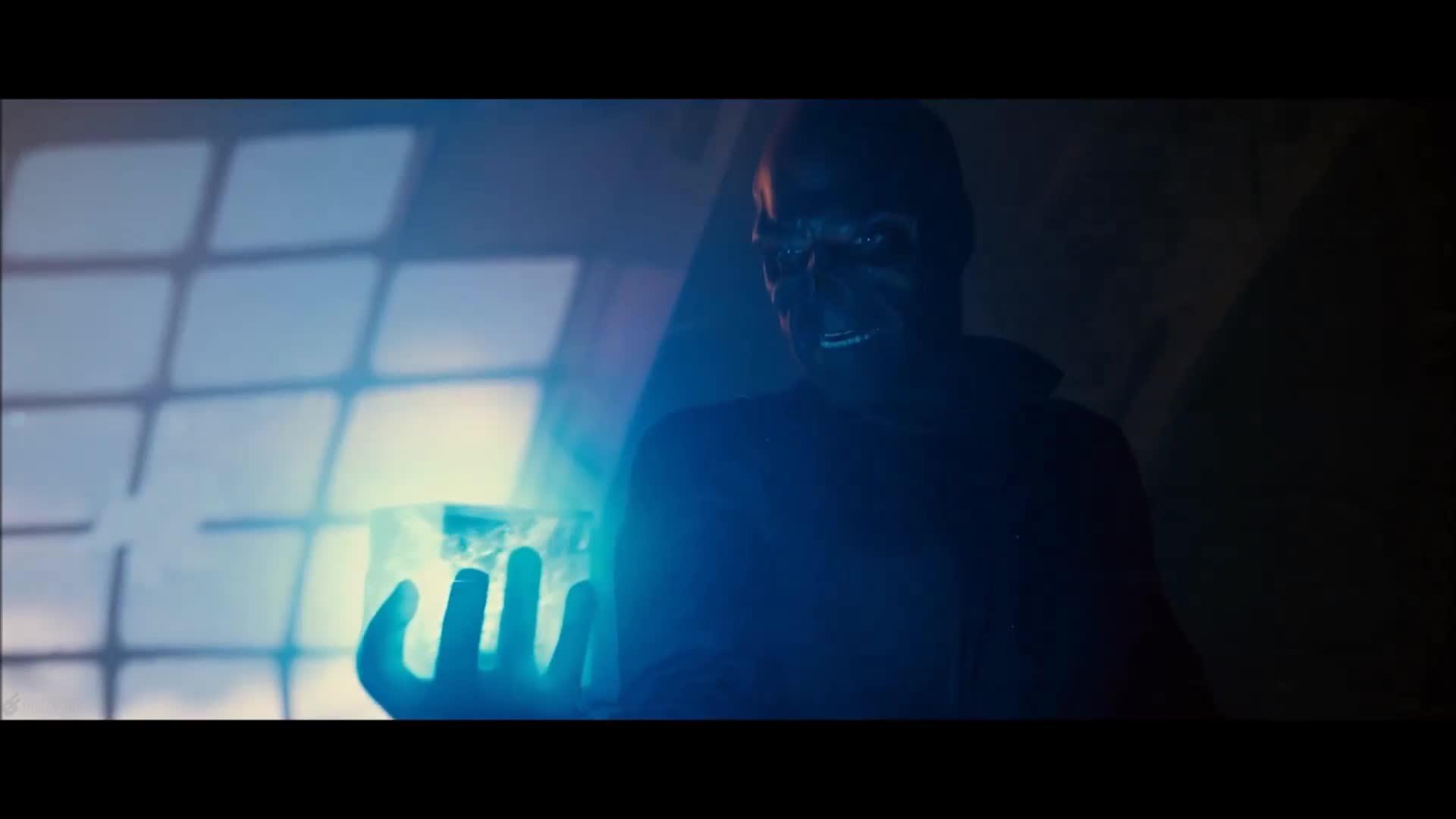 Cảnh Red Skull bị hút vào vũ trụ trong Captain America The First Avenger