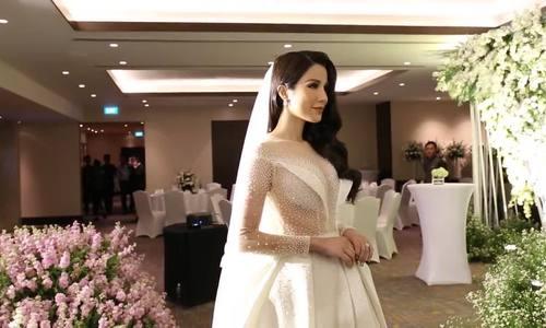 Diệp Lâm Anh khoe nhan sắc trong đám cưới