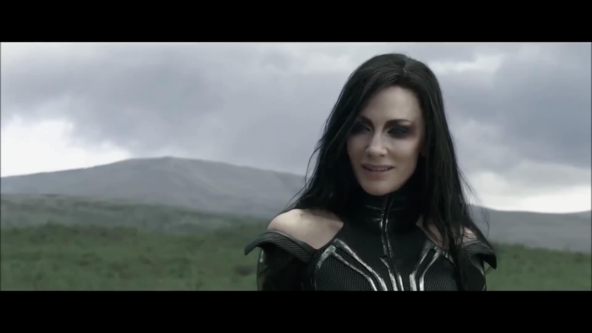 Hela phá búa thần của Thor