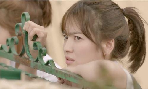 """Cảnh Song Hye Kyo ngắm trai đẹp trong """"Hậu duệ mặt trời"""""""