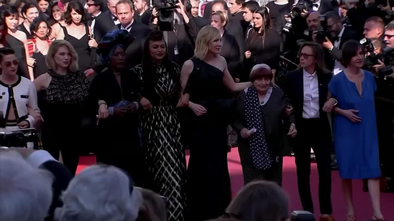 82 người đẹp lên thảm đỏ Cannes phản đối lạm dụng tình dục