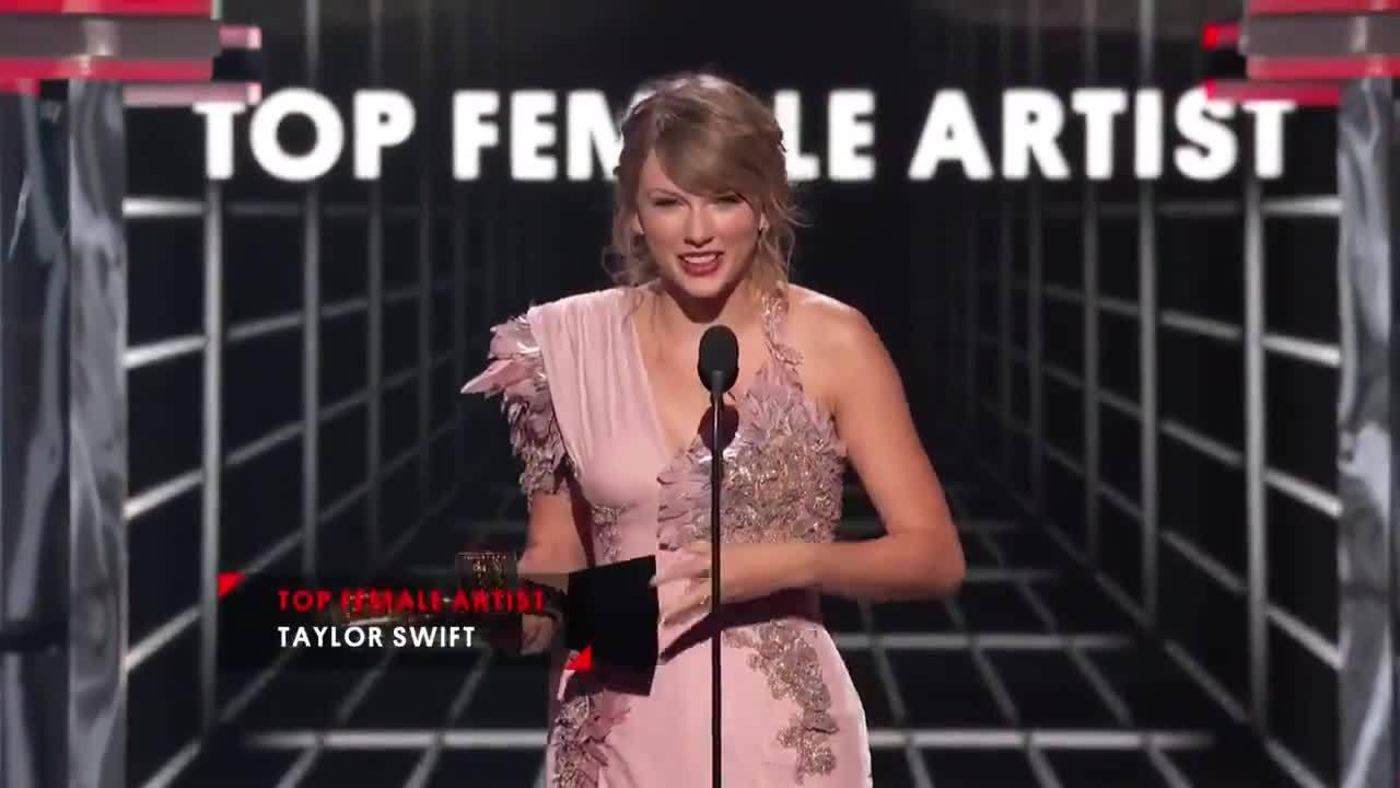 Taylor Swift chiến thắng Billboard sau hai năm vắng bóng