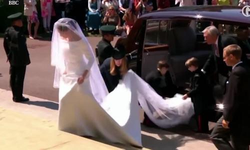 Meghan Markle mặc váy cưới Givenchy