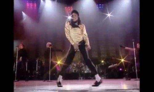 Michael Jackson nhảy giật hông