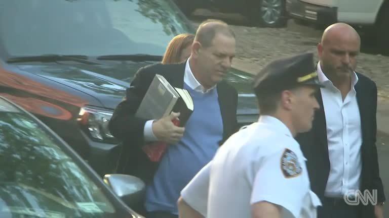 Harvey Weinstein đầu thú vì tội hãm hiếp phụ nữ