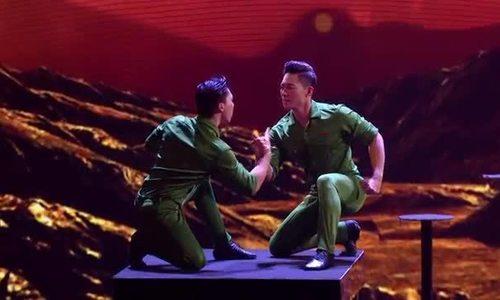 Quốc Cơ, Quốc Nghiệp mặc quần áo bộ đội thi chung kết Britain's Got Talent