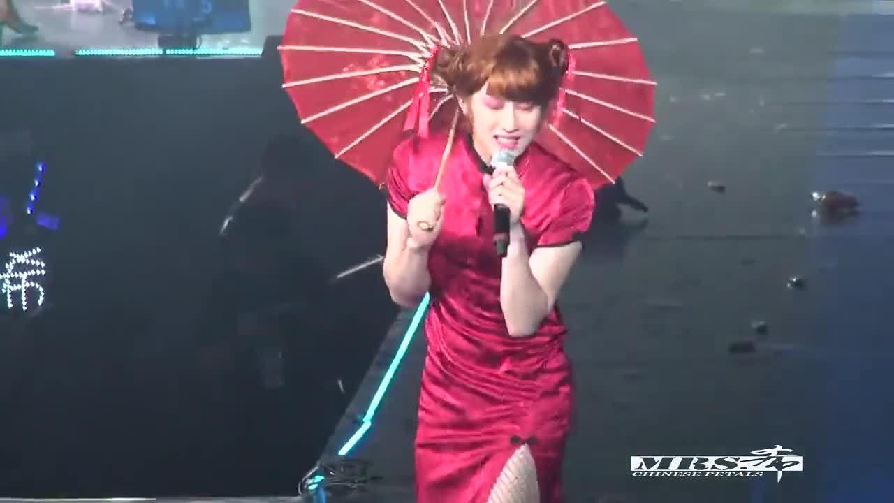 Màn giả gái gây chú ý của Hee Chul