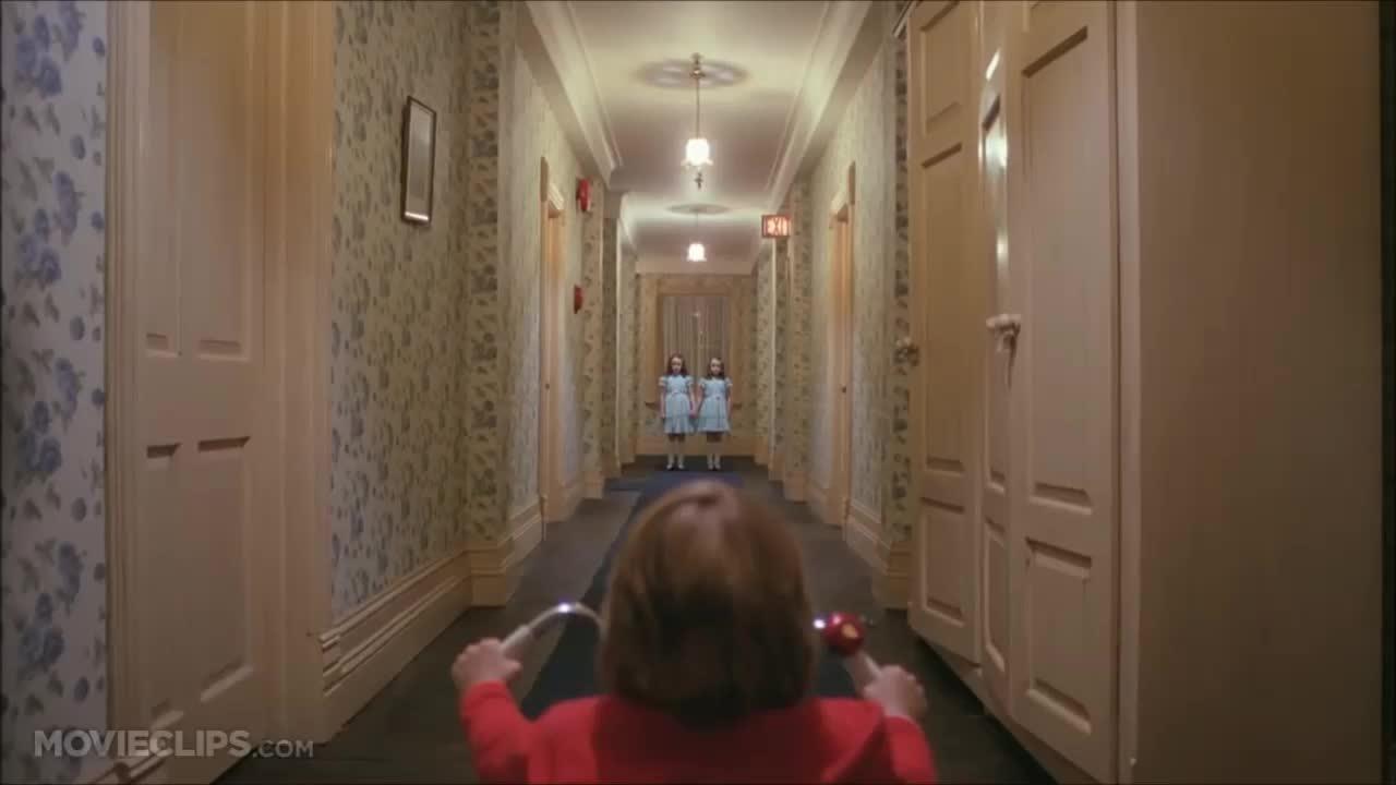 """Cảnh hai bé gái trong """"The Shining"""""""