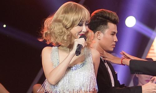 Hà Thu hát 'Shake it off' - Taylor Swift