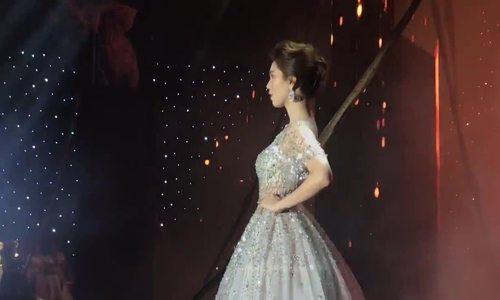 Ngọc Trinh catwalk, khiêu vũ trong show Đỗ Long