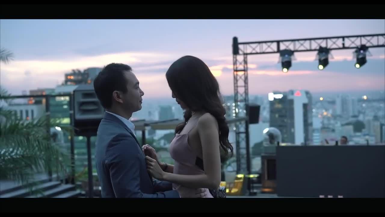 Lan Khuê bật khóc khi được bạn trai Việt kiều cầu hôn